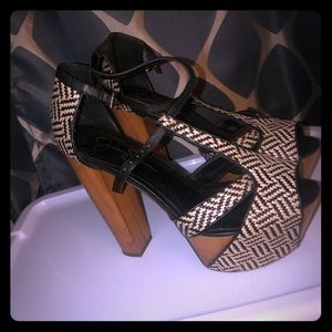 High heels black and white sandals